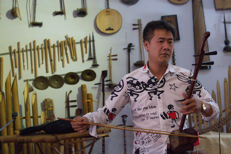 2 string instrument, vietnam